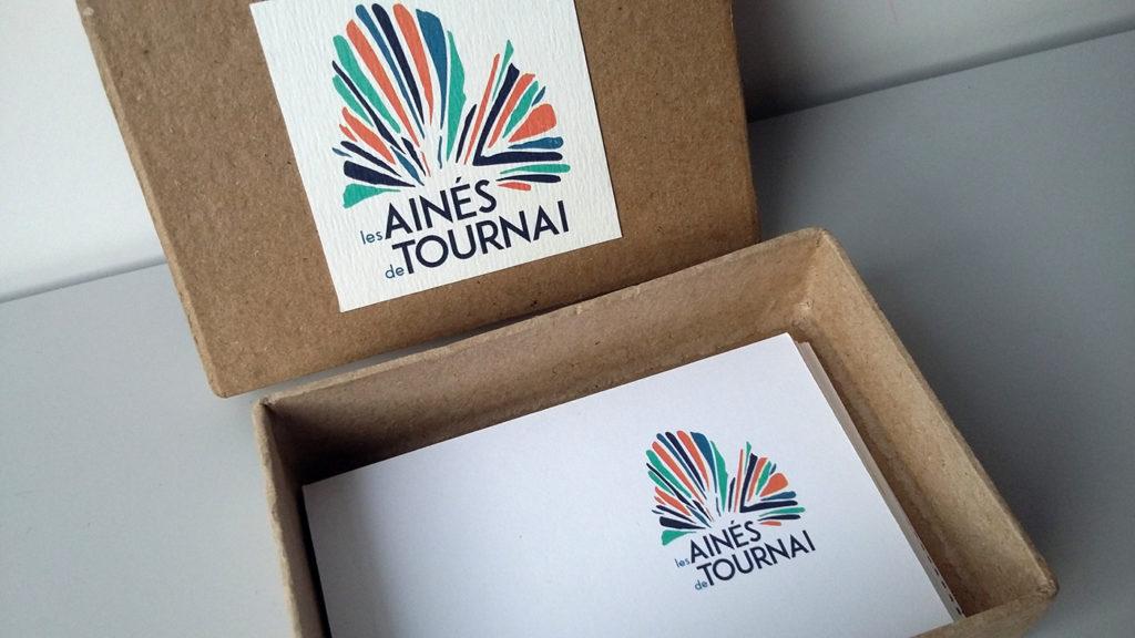 Déclinaison imprimées du logo: cartes de visite.